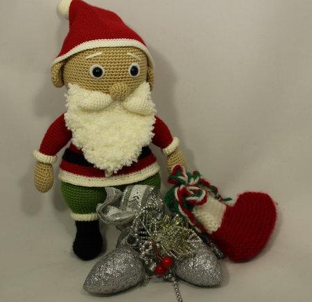 Santa claus 12' amigurumi by Jane Pmm doll room with Free pattern ...   436x450
