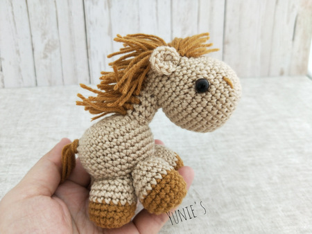 Amigurumi Horse and Donkey - A Free Crochet Pattern - Grace and Yarn | 338x450