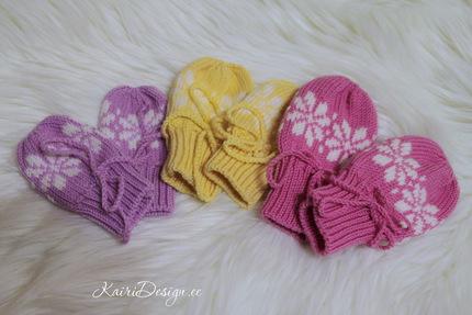 Machine knitted mittens