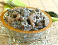 Chicken breast with sour cream and mushrooms