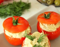 Stuffed tomatoes with eggplant and hummus