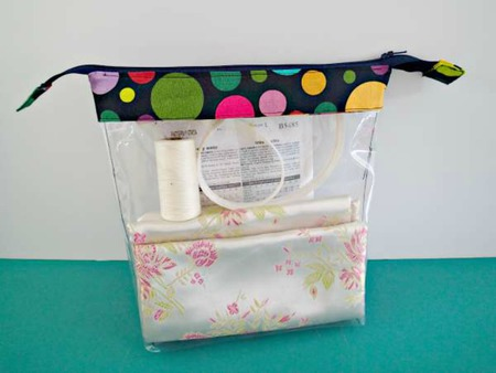 Clear vinyl zipper bag tutorial