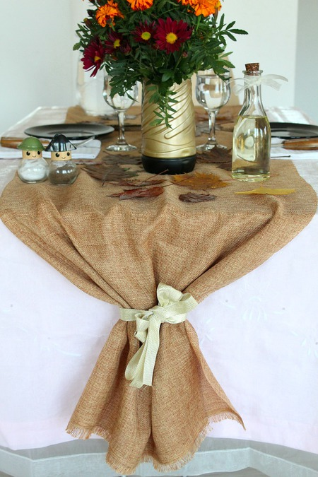 DIY Thanksgiving burlap table runner