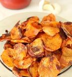 Homemade garlic potato chips