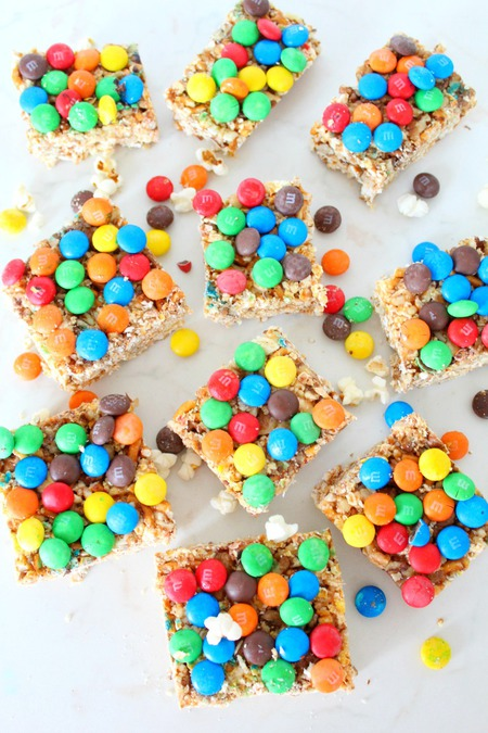 Sweet and salty popcorn bars with M&M's