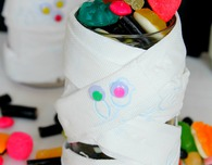 DIY Mummy Halloween treat jar