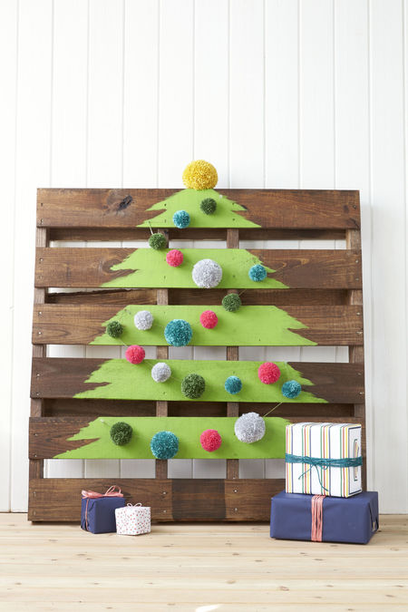 Wood Pallet Christmas Tree.Diy Wooden Pallet Christmas Tree Craftfoxes