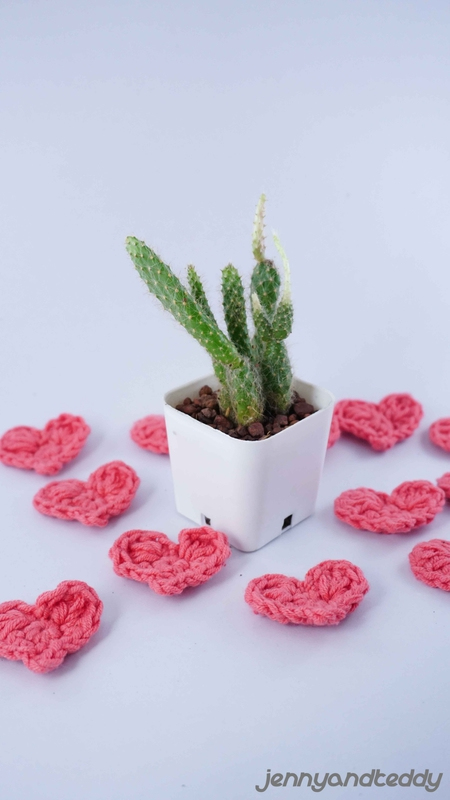 tiny crochet heart free pattern