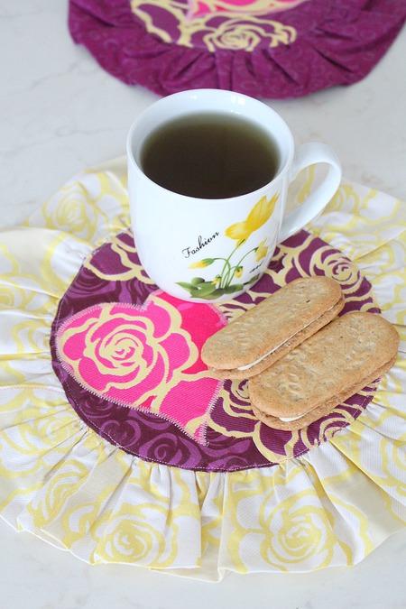 Valentine's day mug rug