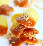 Caramel potato chips