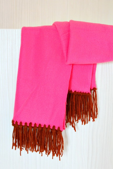 FLEECE SCARF WITH YARN FRINGE NO SEW 0