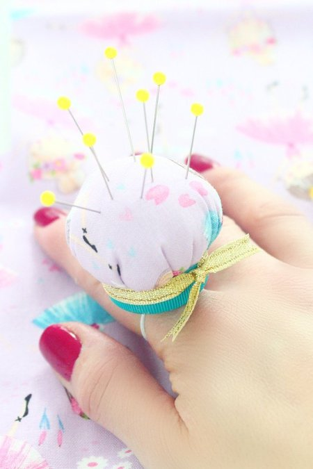 FINGER PINCUSHION