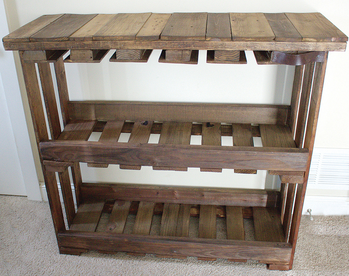 Wine bar recycled from wood pallets craftfoxes for Pallet wine bar