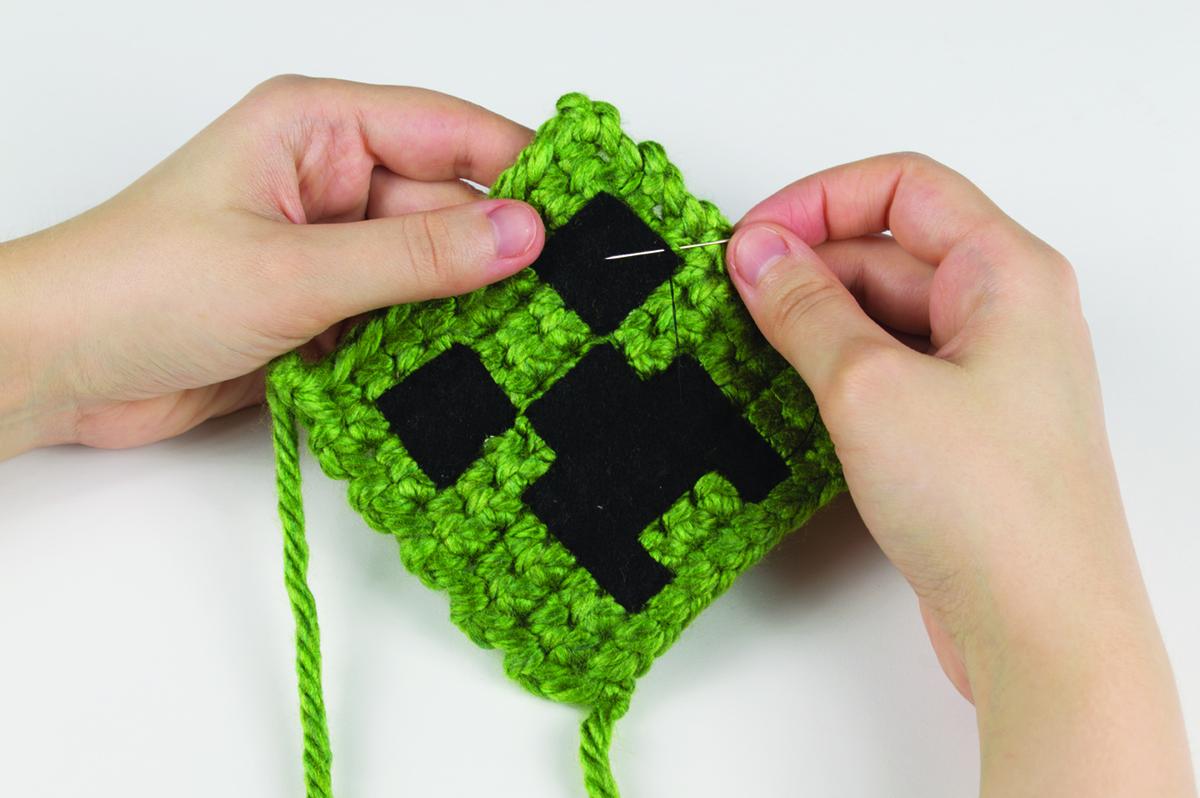 Minecraft Skeleton - Crochet by rdekroon … | Minecraft crochet ... | 798x1200