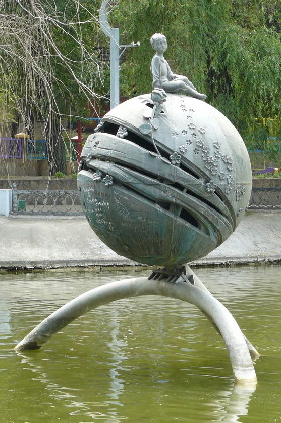 Tribute to the Little Prince, in Dniepropetrovsk. Image credit: Creative Commons.