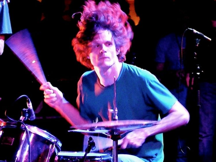 Tricking Yourself Into Creativity: Interview with Greg Saunier of Deerhoof