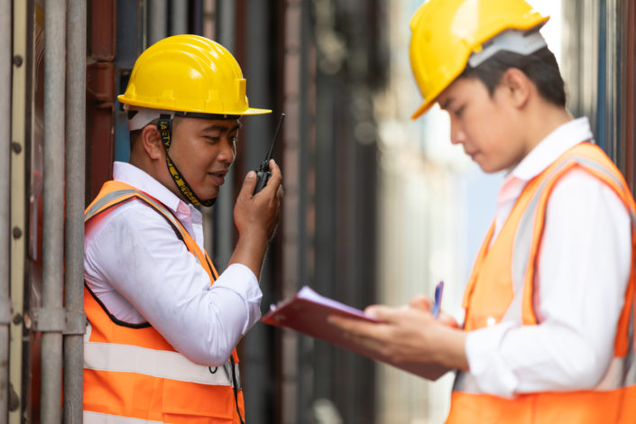 construction-workers-talking
