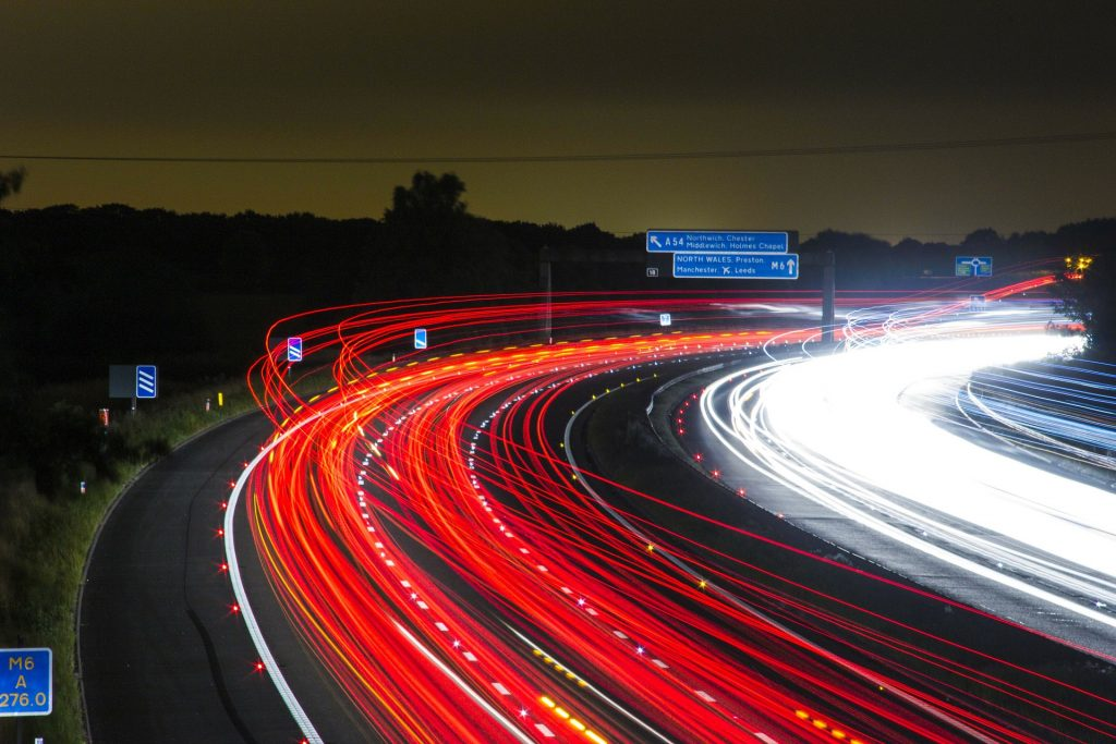 Volkswagen solicita patente de blockchain que possibilitará comunicação entre veículos