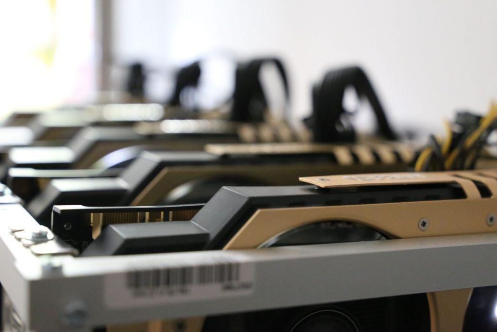Fazenda de mineração de Bitcoin sofre ameaça de bomba por conta do ruído