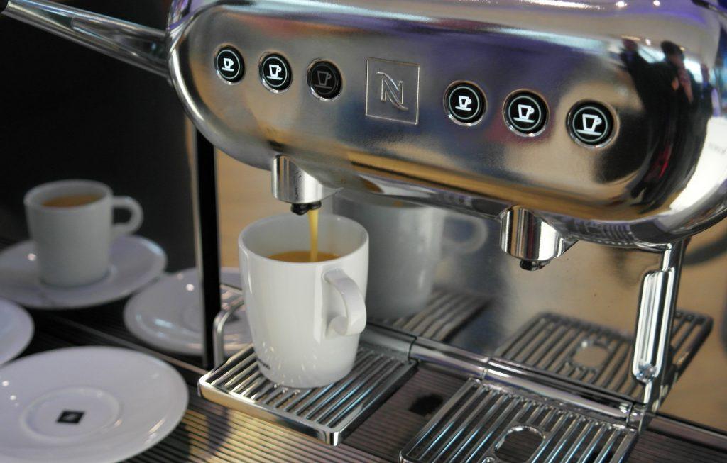 Empresa desenvolve máquina de café que aceita Bitcoin através da rede Lightning