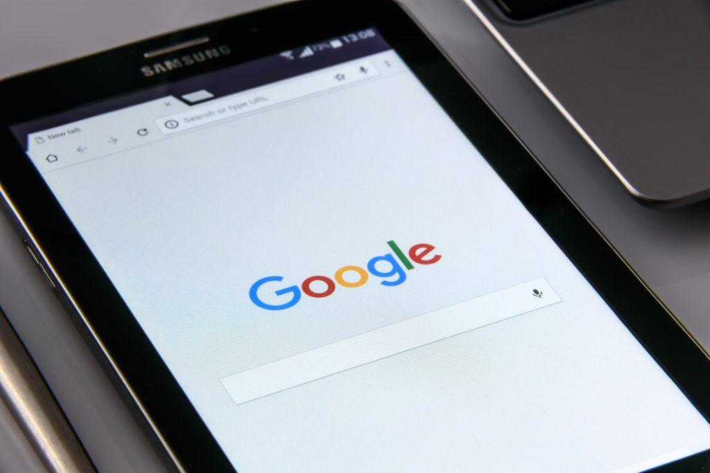 Novas políticas do Google volta a permitir anúncios de criptomoedas