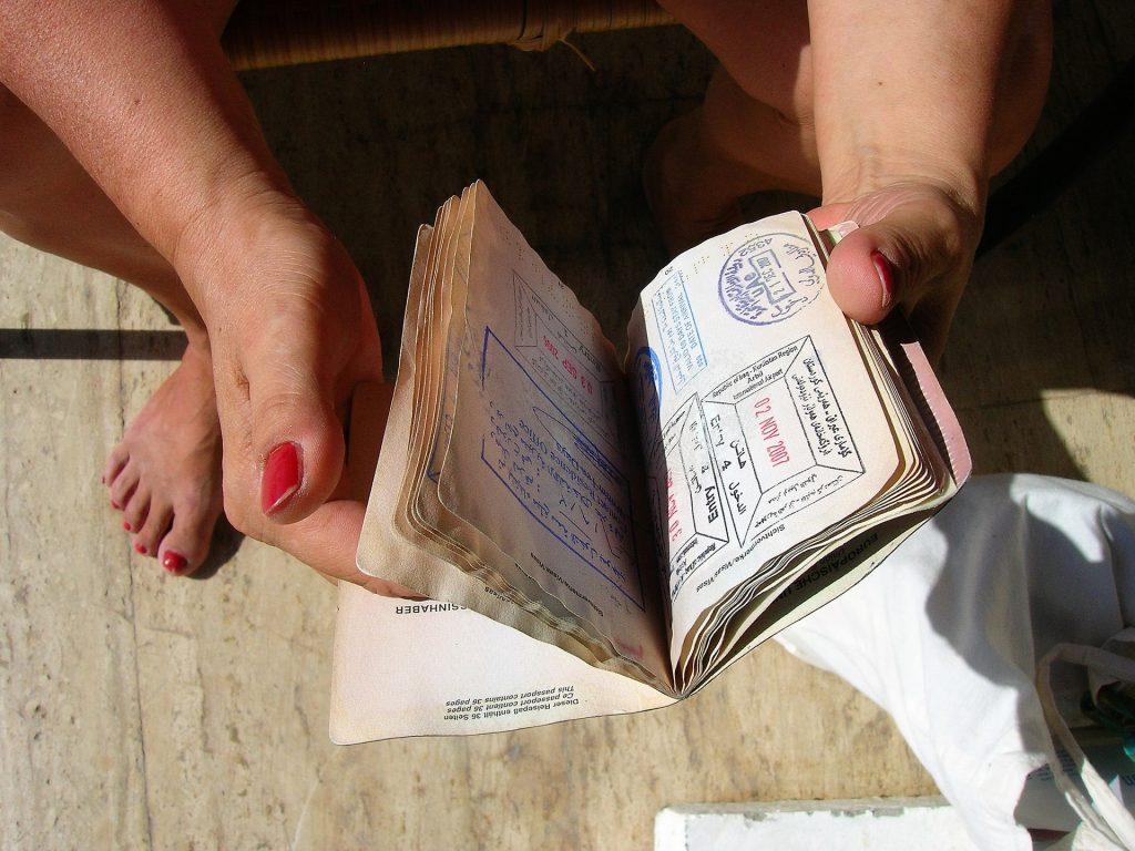 Venezuelanos deverão utilizar a criptomoeda Petro para adquirir passaporte