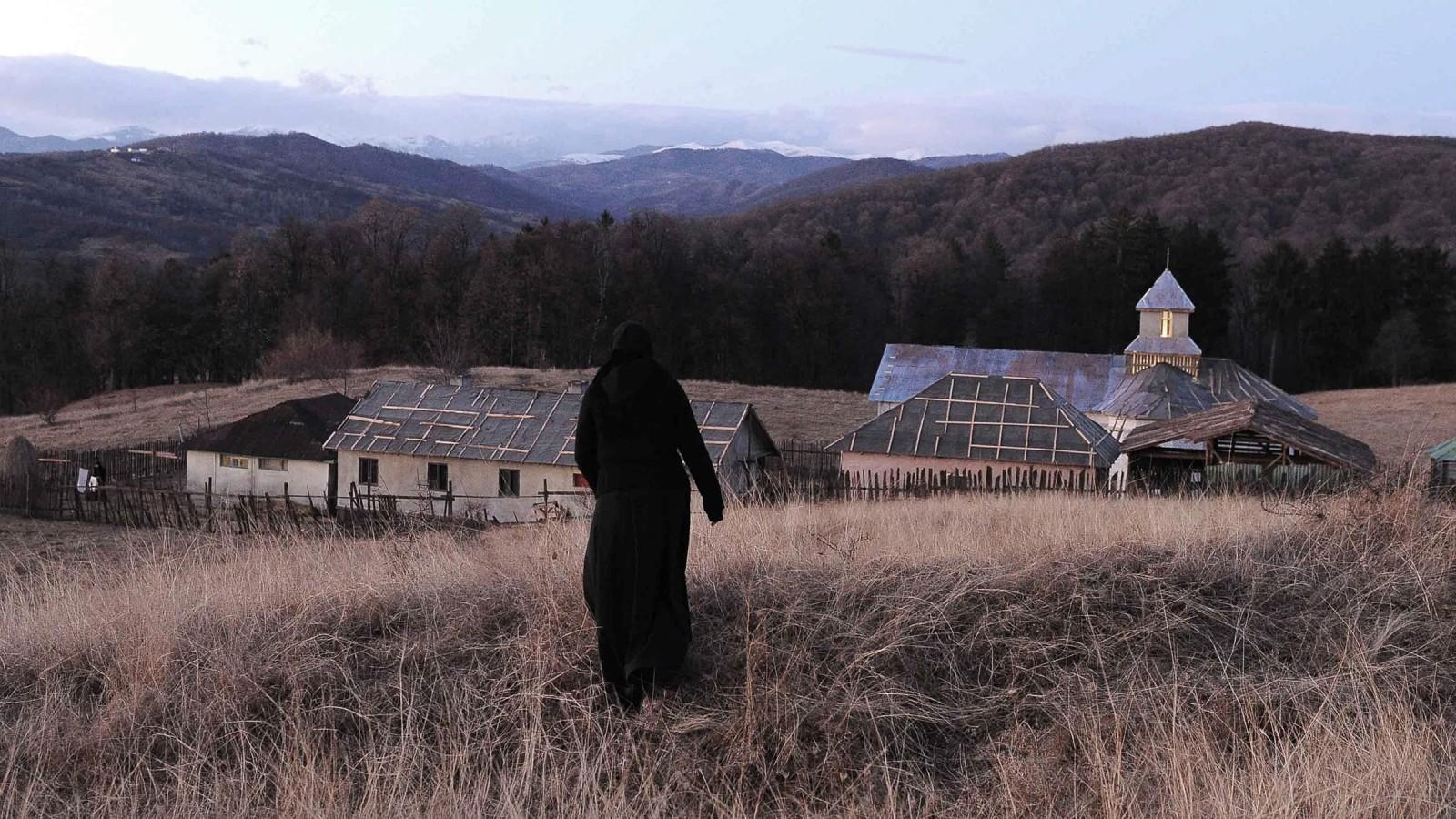 Beyond the Hills: Offscreen Cinema