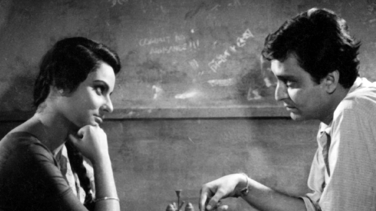 The Silent Gaze in Satyajit Ray's Almost-Love Story