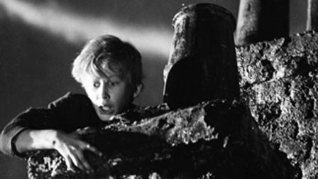 Film_32w_olivertwist_bw_new_video_still