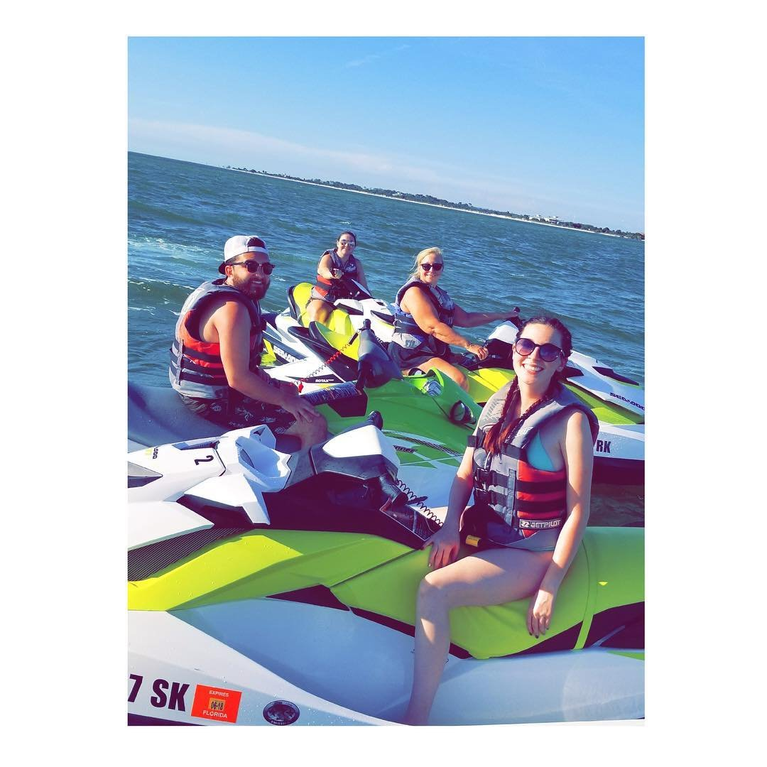 Jet skiing with the fambam and a pod of dolphins 🐬😍