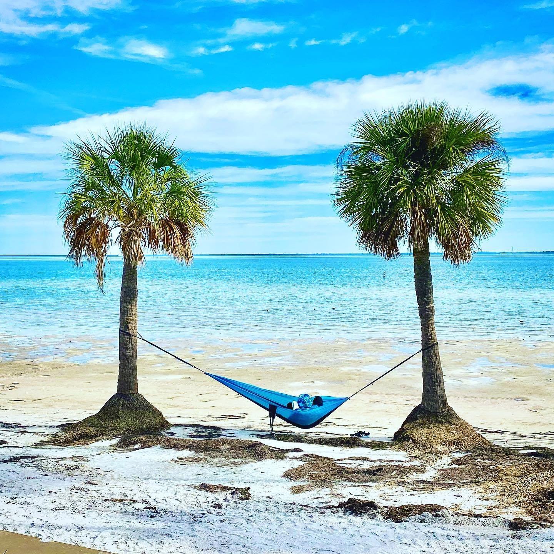 A DAY IN THE SUN.....☀️🌴 #palmtrees #hammock #hammocklife #beach #sunshine #sunshinestate #sunshinestateofmind #igersstpete #igersflorida #stpetersburgflorida #stpetersburg #funinthesun #vspc