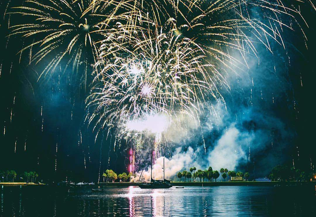 Lots of 4th of July festivities kicking off tomorrow around the Bay Area. Here's the 411 on when & where to celebrate America! Be sure to click the link in our bio for even more details on these events! 🇺🇸 Downtown St. Petersburg - Spa Beach - 9pm 🇺🇸 Gulfport - 9pm 🇺🇸 Largo - Largo Central Park - 9:15pm 🇺🇸 Madeira Beach - 9:15 - 9:20pm 🇺🇸Tresure Island - 9pm 🇺🇸 Redington Shores 9pm 🇺🇸 Clearwater - Coachman Park 9 - 9:30pm  With so many options, where will you be celebrating America's birthday? Have fun & be safe out there! Hope to see you out & about this 4th of July! Photograph by the talented @taryndayley (been holding onto this shot for a min now!)