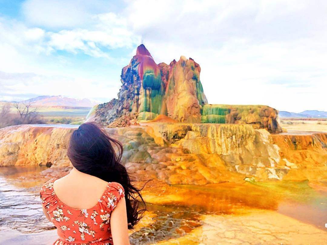 A 3 hr nature walk tour🚶🏻‍♀️all worth it to see this beauty 😮 #travelnevada #sheisnotlost #travelinladies #flygeyser #gerlach