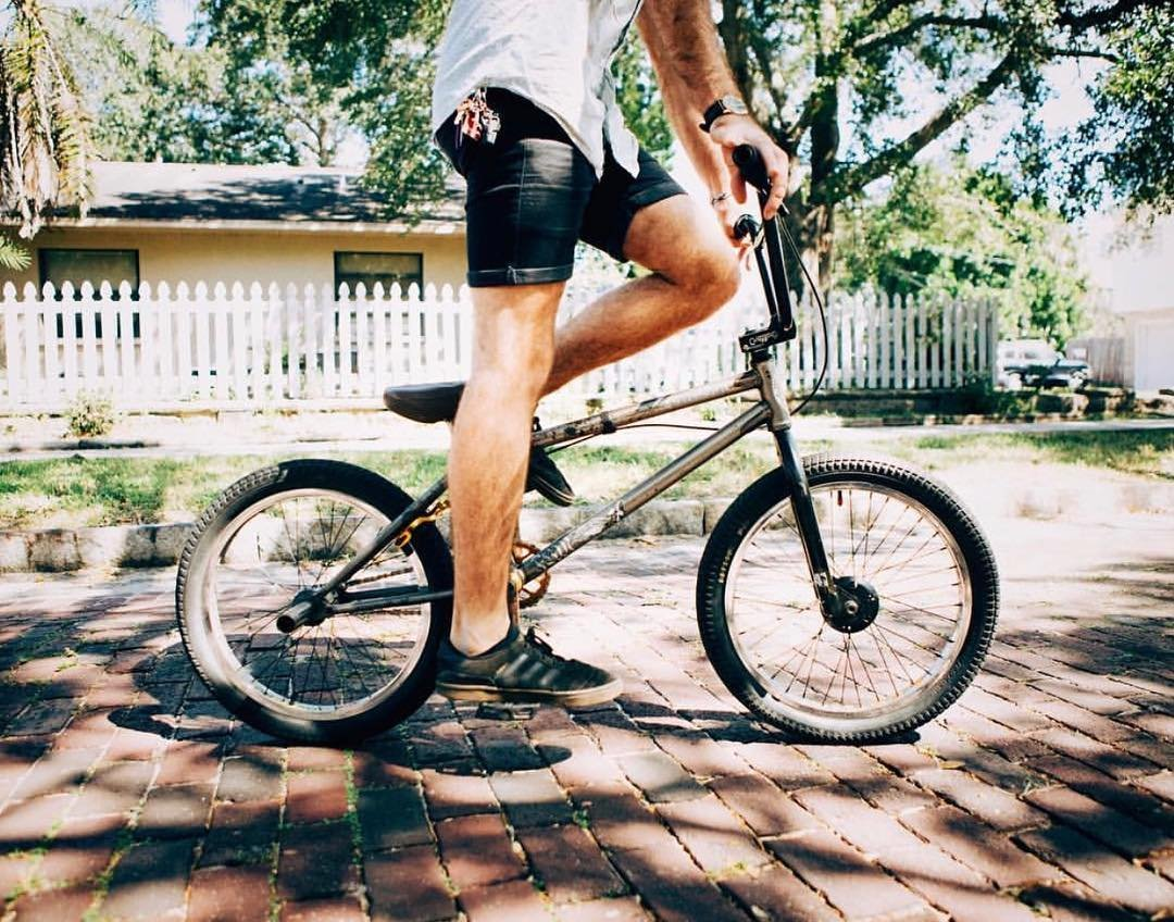 It's Monday, lets go! Photograph by: @c_rosetti . We had a hard time getting going this morning, mostly because it was such an awesome weekend! We loved seeing everyone's explorations in St. Pete 👌🏽 Keep them coming ❤️🚲 -@maxgarcia
