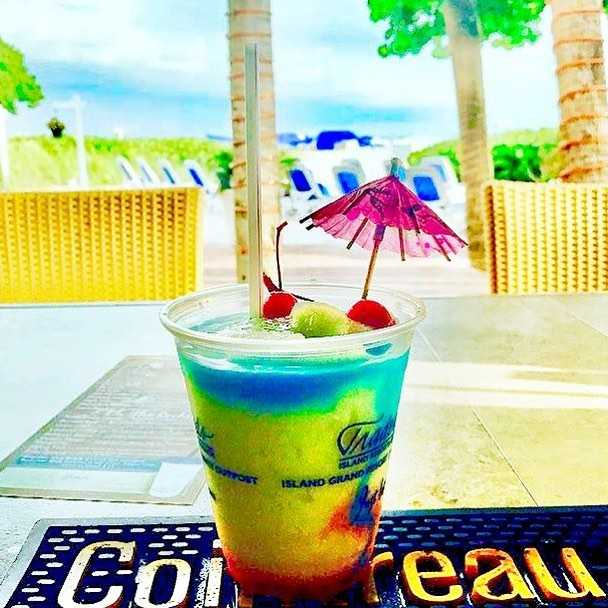 The holiday weekend isn't over yet, put on your rally caps and meet us at Salty's Tiki Bar! (📸: @barontapp) . . . . #justletgo #twresorts #liveamplified #lovefl #florida #stpetebeach #stpete #vacation #gulfofmexico #igers #travel #picoftheday #thebeachtoday #fl #☀️ #😎 #igersstpete #instagood #instagramflorida #flstateofmind #roamflorida #travel #travelpics #ilovetheburg