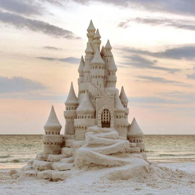 Visit Florida Travel Chat Q2: We're so excited for the Clearwater Beach Sugar Sand Festival this month- so amazing to see the artists' creations!  #FLTravelChat https://t.co/UlB0kWFE7m