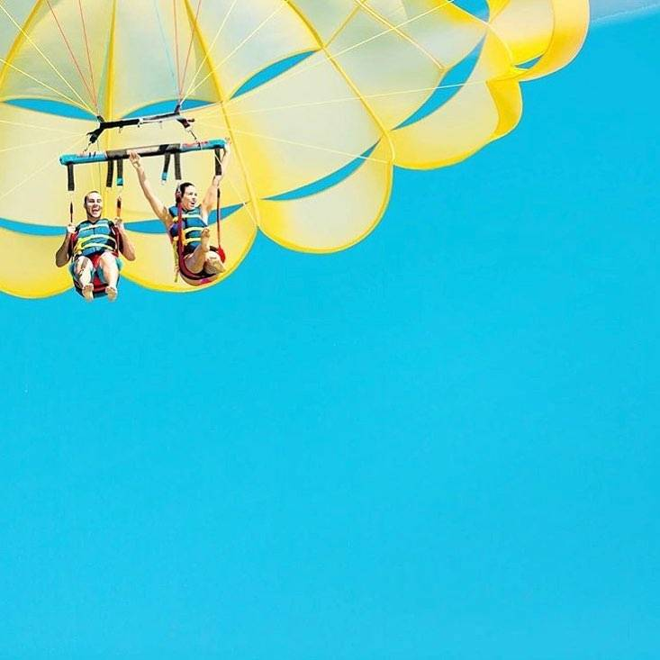 On Thursdays we parasail. 📷: @vspc #LoveFL