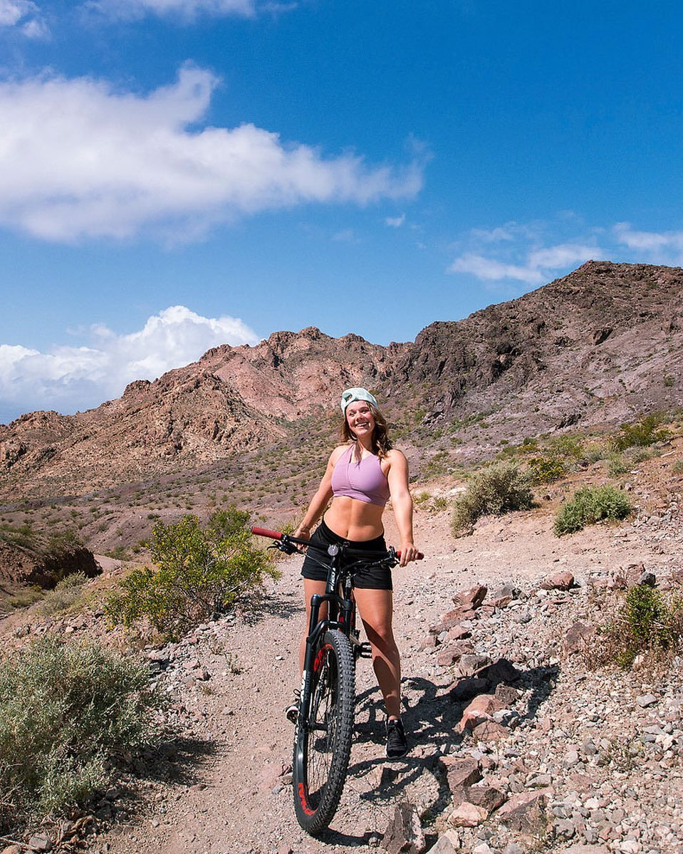 Me: Always excited to play outside. 💛⁣⁣ ⁣⁣ A few weeks ago I went mountain biking with bikeblastlasvegas at Bootleg Canyon just outside of Boulder City. It is close to Lake Mead + the Hoover Dam ...making it a great area to visit. So many fun adventures to fill your days in TravelNevada ☀️ #TravelNevada #BeyondVegas #HowToNevada #ad