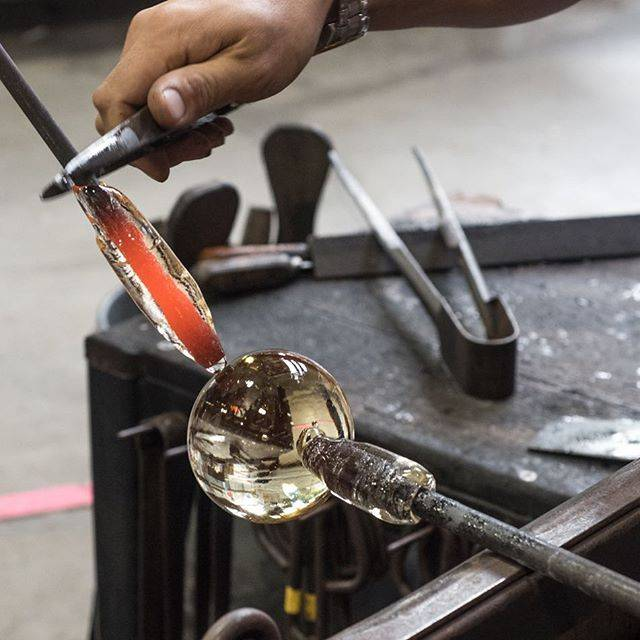 Even the process of glass blowing is beautiful 😍