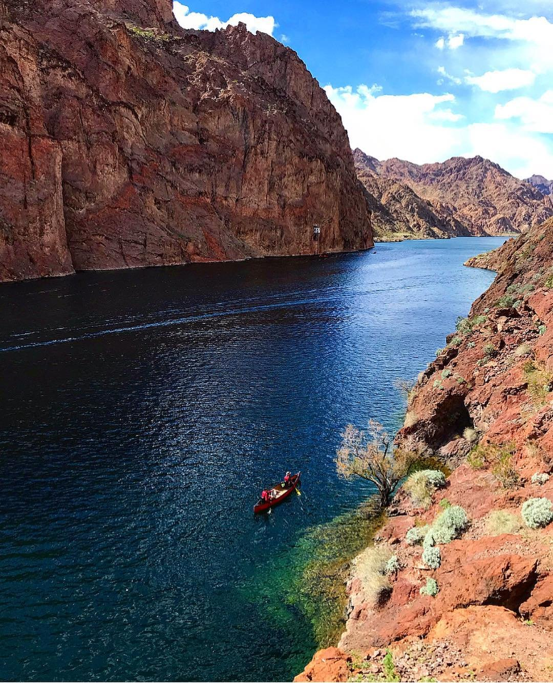 Planning trips in late Feb/early March are tricky. We had to adjust plans a few times due to weather and permits. Landed on a 12 mile paddle through the Black Canyon, down the Colorado River...making stops along the way to explore and soak in 4 different hot springs, then camped on the beach with an impressive fire, post an under the stars soak adventure. Not sure how I'm going to go back to a life that doesn't include a daily nature soak 🤷🏻‍♀️ becky.schreiber wins the trip saver award for coming up with plan F that was an A+ adventure and thankful for kkurc for doing all the hard work of steering the canoe 🛶