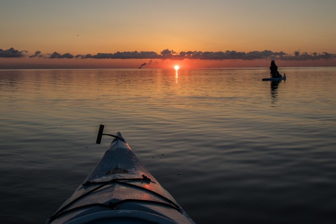 Good morning St. Petersburg. It's a beautiful day when you can paddle and kayak with my friend May Ho to watch the sunrise over Tampa Bay. @waterside_coquinakey #sunrise #sup #kayakingadventures #watersidecoquinakey #coquinakeywaterside #stpete #stpetersburgfl #stpetersburgflorida #insta #instagood @@suetcool
