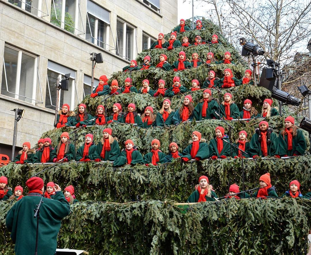 The Singing Christmas Tree