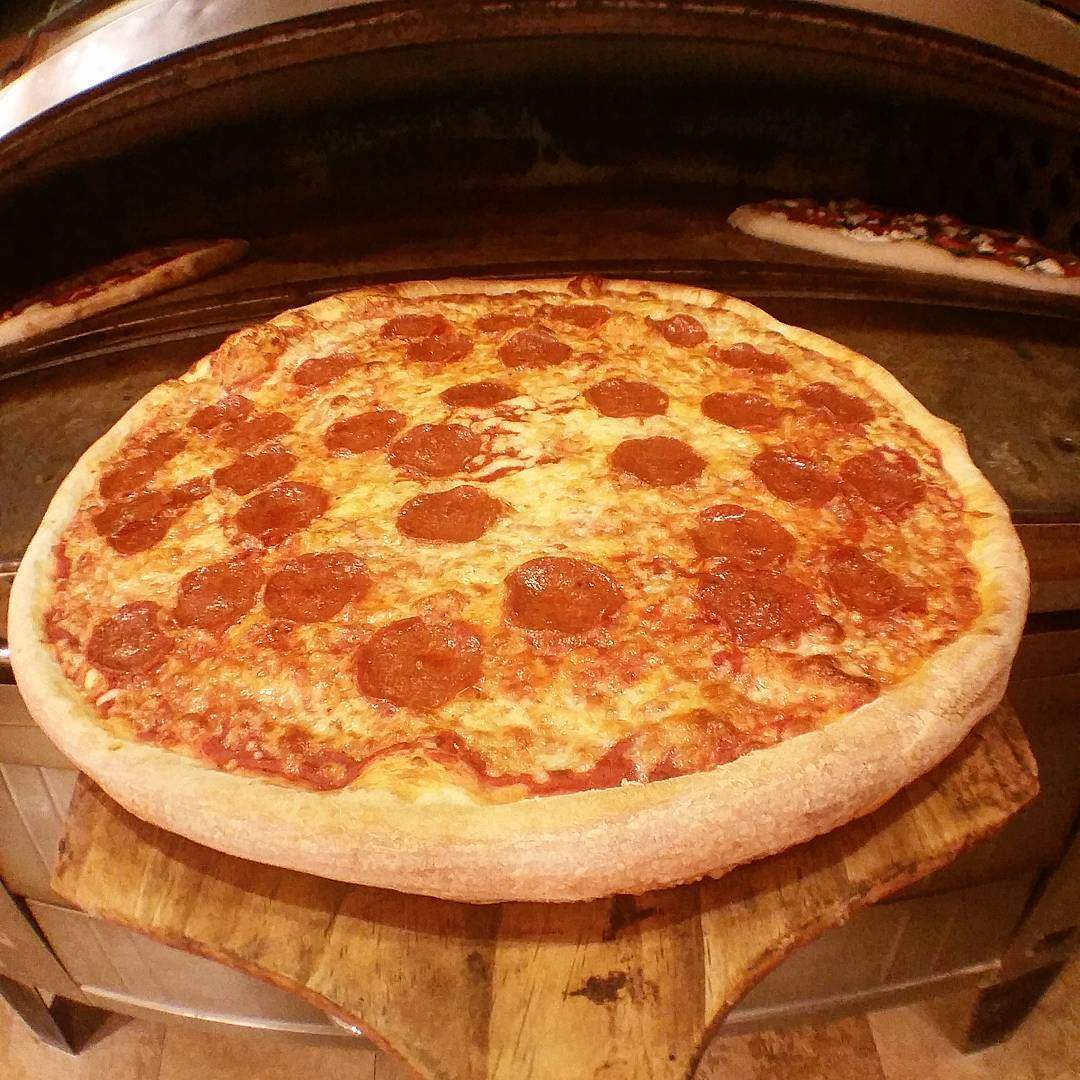 Sometimes nothing beats the standard large pepperoni. #oldnepizza . . . . . . . #loveFL #stpetian #igersstpete #vspc #liveamplified #cleargram #explorida #instagram_florida #ilovetampabay #igerstampa #igersfla #jj_florida #keepstpetelocal #lovefl #sharealittlesunshine #tampabaytimes #visitflorida #rebels_united #jj #unlocktampabay #instaburg #roamflorida #igersfortmyers #pizza #pizzaparty #pizzafriday