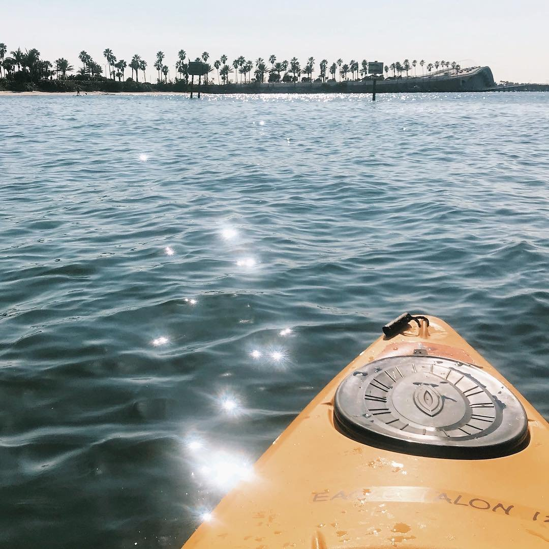The glistening of the waters reminds me of the sparkles in your eyes when you are smiling inside. . . . . #kayaking #sunshinestate #liveamplified #liveauthentic #livefolk #ocean #pursuepretty #vsco #lostatlast #getoutstayout #anotherescape #openmyworld #nothingisordinary #postwhatmakesyouhappy #latergram