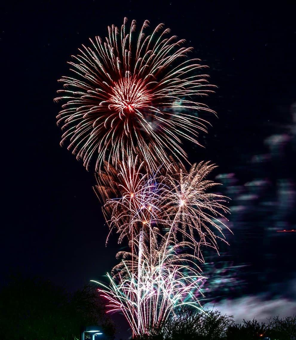 Photo by user nilayj, caption reads Happy 4th everyone!  #independenceday #merica #4thofjuly #fireworks #phoenix #scottsdale #scottsdalefireworks #fireworks💥 #igersaz #igersphx #igersphoenix #instagramphoenix #instagramaz #sony #sonya7rii #sony24105mm
