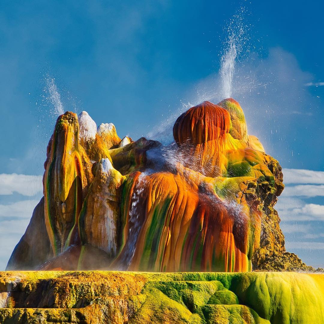 It's time to apply for tickets to tour this gorgeous freak. Fly Geyser, not far from the putty-colored playa known as Black Rock Desert, is a technicolor blend of iron (red), sulfate (yellow), and algae (yup, the green crud) on private property in northern Nevada. It was born in 1964 when the drill from a geothermal company accidentally exposed it. After 55 years, it's getting a little taller and a touch lovelier by the year. Details and ticket info at blackrockdesert.org/fly-geyser  #dfmi #burningman #landscapephotography #westbysouthwest #earthescope #ourdailyplanet #wildernessculture #geology #theoutbound #americanwest #travelnevada #getoutside #optoutside #LPM #earth_pix #landscape_love #outside_project #geysers #blackrockdesert #wondersofourplanet #earthfocus
