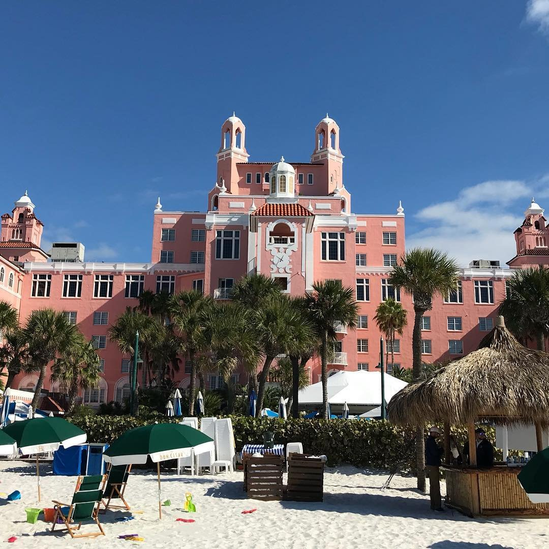 Sunny days ahead at the Don Cesar Hotel in Florida! The beach is one of the best in the country with super soft sand! . . . #doncesarhotel #pinkhotel #whitesandbeach #florida #stpetersburg #stpetebeach #softsand #bestbeaches #travel #adventures #matteoandpanda #matteoandpandatravels #kidtravels #travelblogger #amazingplaces #besttravel #kidfriendly