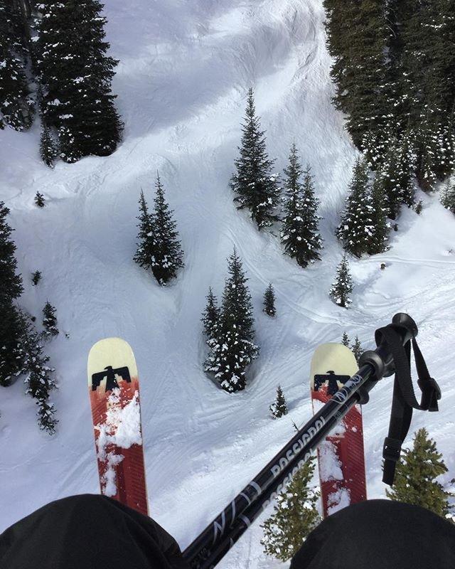 Photo by user jellolady2.0, caption reads Solo ski sesh before work. ✌️
