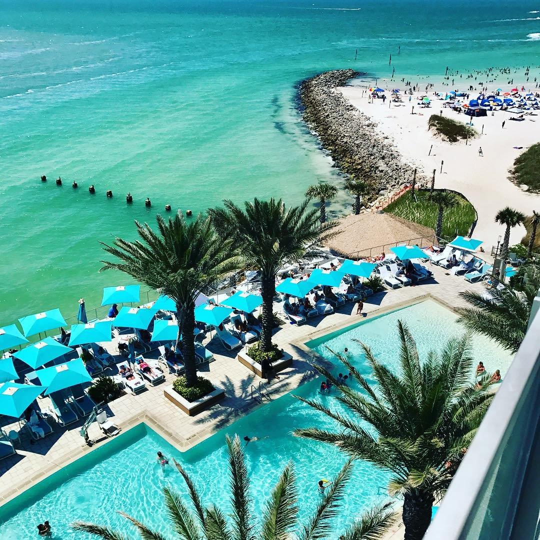 Gorgeous resort 👣🌴 check it out if you come to visit #clearwater  @opalsandsresort 🌴 🌴 🌴 🌴 #flgirlaroundtheworld