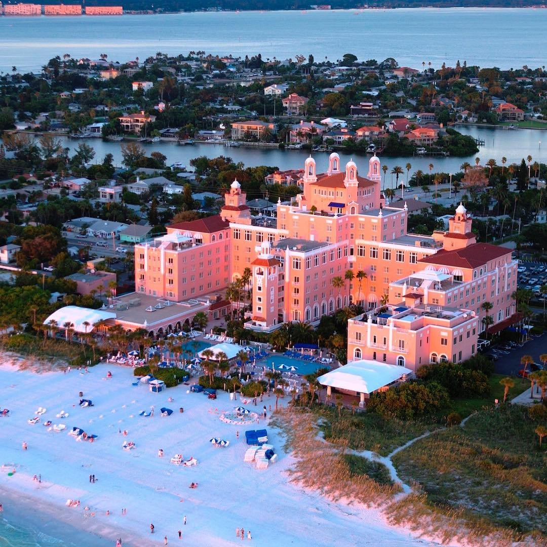 DYK the @thedoncesarhotel was designed by a Hoosier architect? . . . #traveltuesday #stpetebeach #gulfcoast #fourdiamonds #pinkpalace #henrydupont #hoosierarchitects #architecturelovers #luxhotels #florida #floridavacation #floridagulfcoast #doncesar #sophisticatedliving #sophisticatedlivingindy
